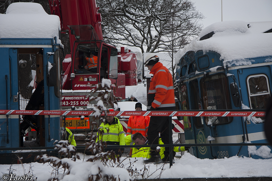 IMAGE: http://fordon.eos95.se/train/olycka/saltsj%C3%B6baden/IMG_7107phtaggad.jpg